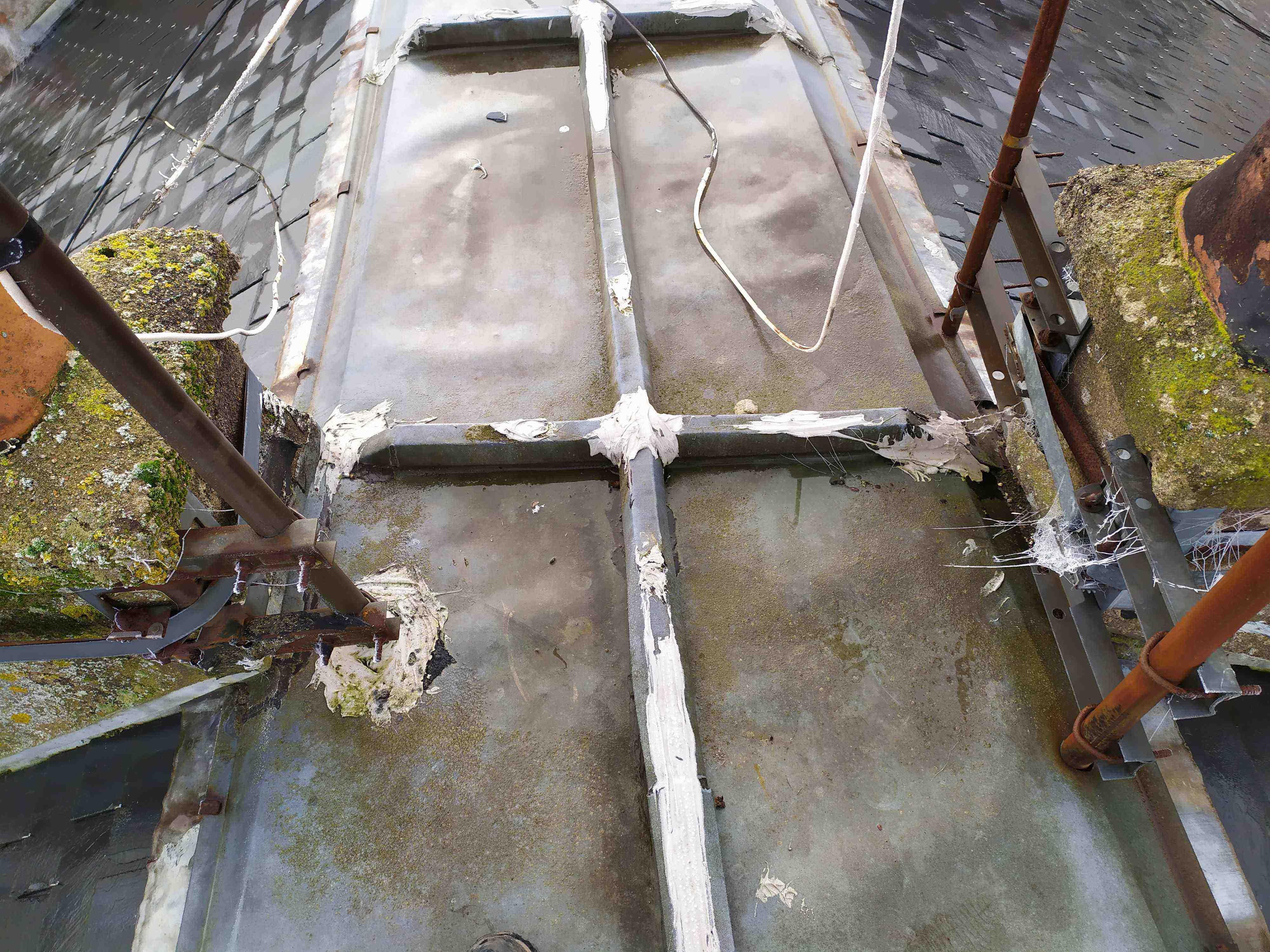 Fuite terrasson faîtage toiture en zinc