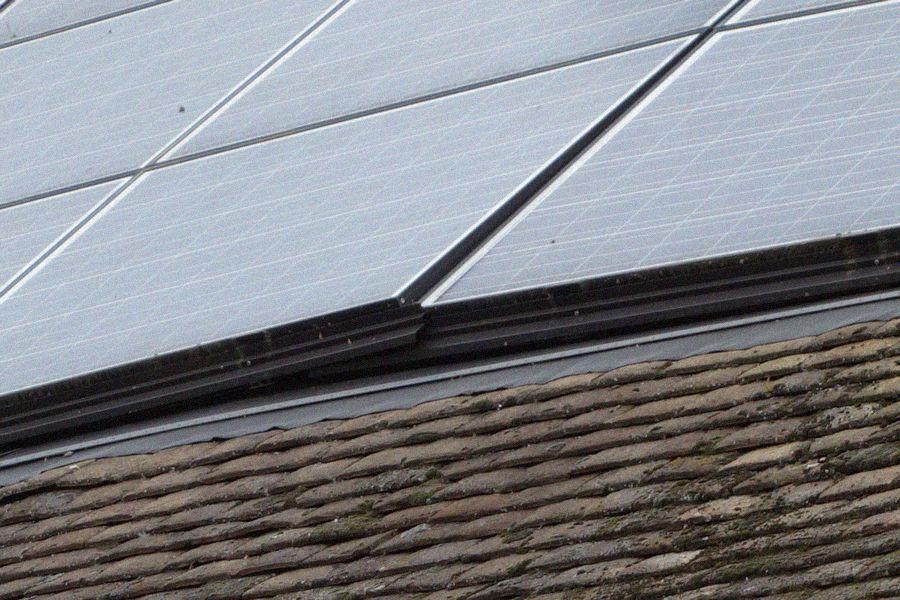 Question sur une fixation de panneau solaire