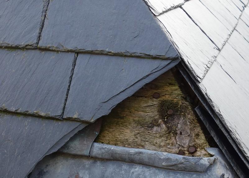 R paration d 39 une toiture en ardoise 2016 - Poser une toiture en ardoise ...