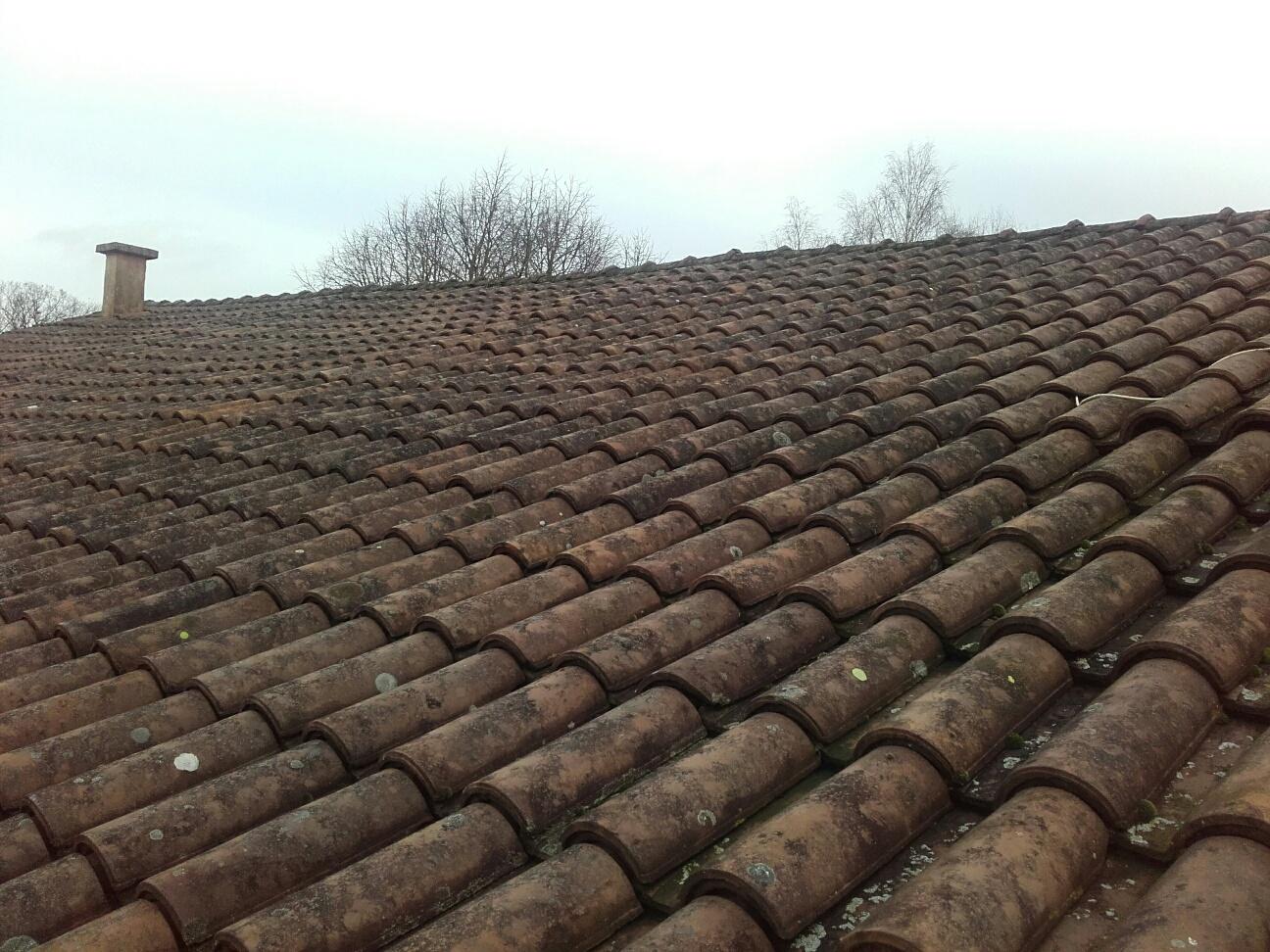 Avis sur une toiture en tuile romane