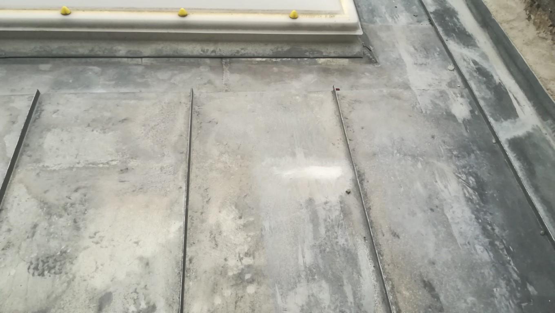 Traces et taches sur toiture Zinc