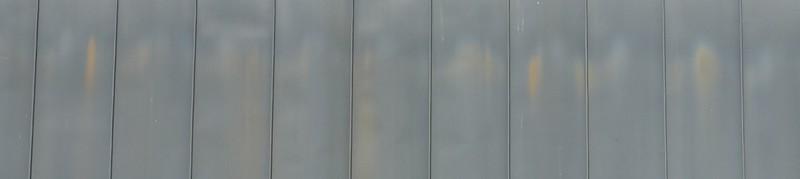 Traces de coulures rouille sur toiture en zinc