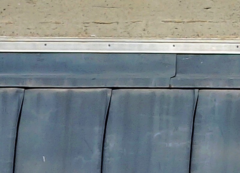 Jonction mur toiture en zinc